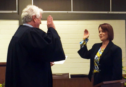 Photograph of Mahilani E.K. Hiatt being sworn in by Hawaii Chief Justice Mark E. Recktenwald,  as judge of the District Family Court of the Third Circuit.